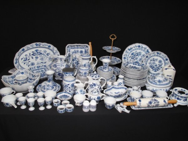 109: ONE HUNDRED PCS HUTSCHENREUTHER BLUE ONION DISHES