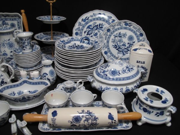 109: ONE HUNDRED PCS HUTSCHENREUTHER BLUE ONION DISHES - 2