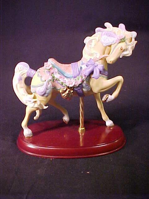 411: LENOX CAROUSEL YELLOW HORSE PURPLE TRIM