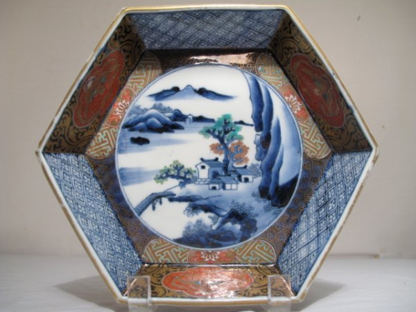 8: JAPANESE IMARI HEXAGONAL DISH WITH LANDSCAPE
