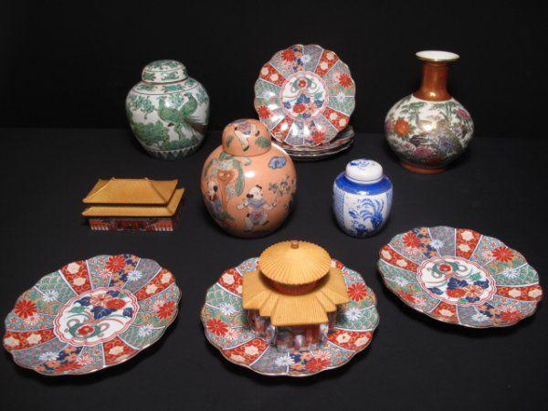 142: TWELVE PIECES ASIAN CERAMICS PLATES GINGER JARS