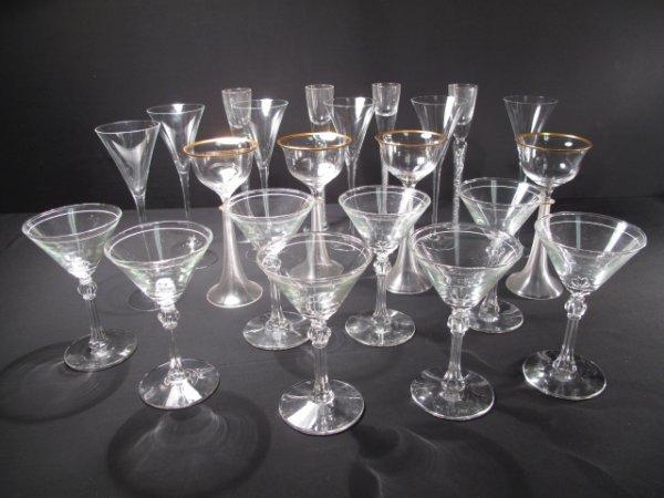 16: TWENTY-TWO PIECES OF STEM GLASS WARE MARTINI