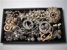 307 A COLLECTION OF COSTUME  VINTAGE JEWELRY