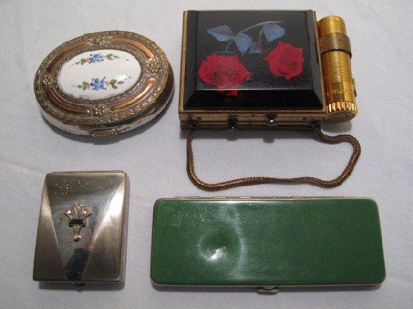 1: LOT OF FOUR ASSORTED VINTAGE LADIES COMPACTS LIPSTIC