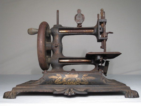 8: ANTIQUE CAST IRON TABLE TOP SEWING MACHINE
