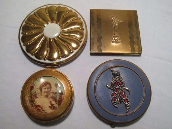 14: LOT OF FOUR ASSORTED VINTAGE LADIES COMPACTS
