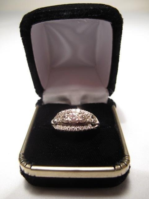 200: 14kt WHITE GOLD DIAMOND RING