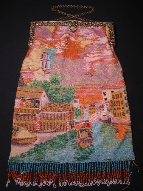 343: LADIES VINTAGE MICRO BEADED HANDBAG VENETIAN SCENE