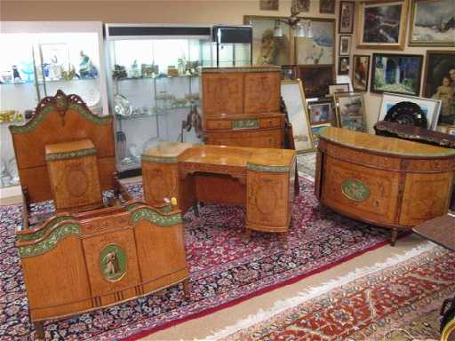 - 87: ROBERT W IRWIN ROYAL FURNITURE 8 PC BEDROOM SET