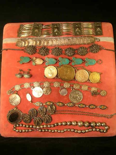 205: MISC COSTUME JEWELRY NECKLACE PINS ETC