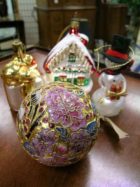 22: GROUP GLASS CHRISTMAS ORNAMENTS 2 WHITEHURST 4 PCS