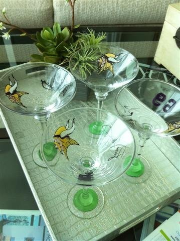 9: NIFF CELEBRITY MARTINI GLASS: MINNESOTA VIKINGS