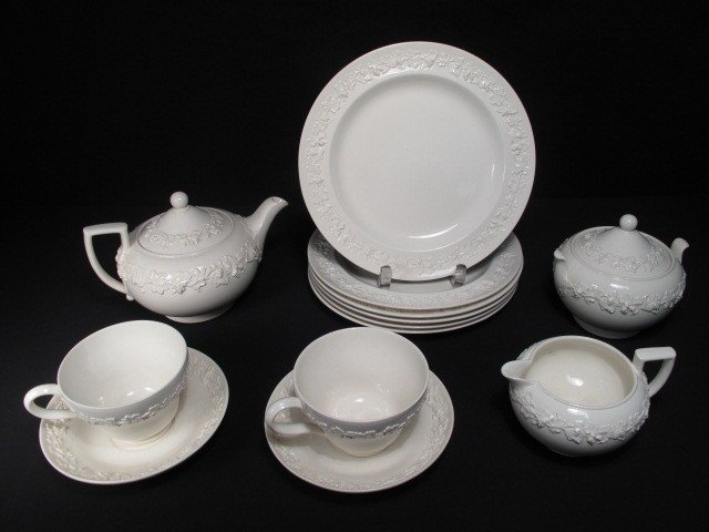 6: GROUP WEDGWOOD QUEENSWARE CHINA