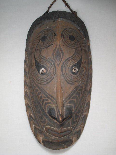 34: PAPUA NEW GUINEA CARVED WOOD TRIBAL MASK