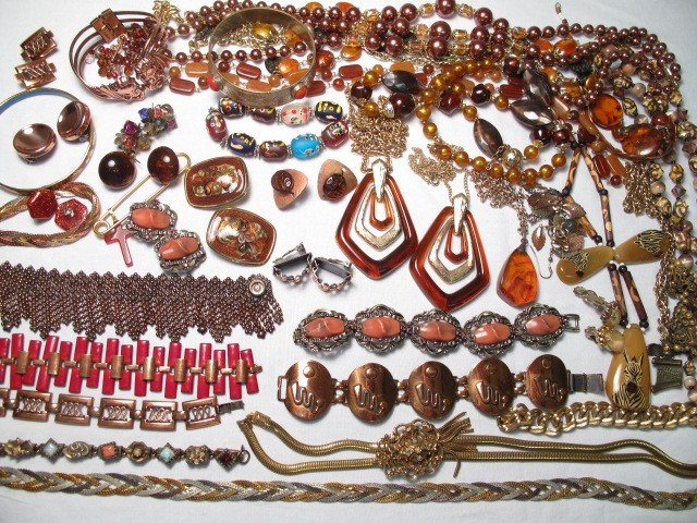 20: TRAY LOT ASSORTED COSTUME JEWELRY AVON GOLDETTE ETC