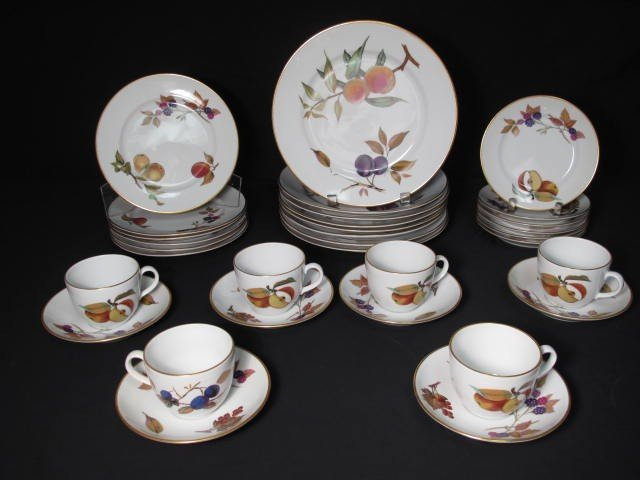 57: ROYAL WORCESTER EVESHAM DINNERWARE 32 PC