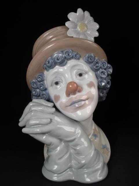 26: LARGE LLADRO PORCELAIN BUST OF A CLOWN: WHITE FLOWE