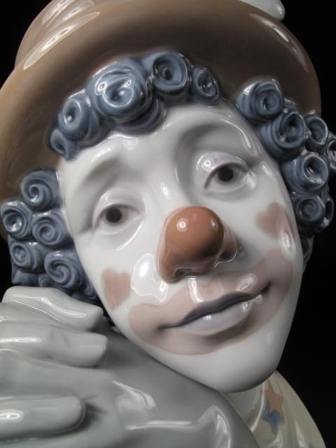 26: LARGE LLADRO PORCELAIN BUST OF A CLOWN: WHITE FLOWE - 5