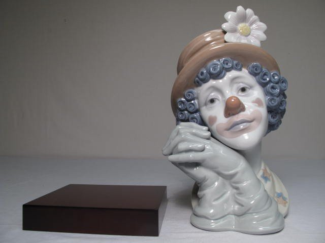 26: LARGE LLADRO PORCELAIN BUST OF A CLOWN: WHITE FLOWE - 6