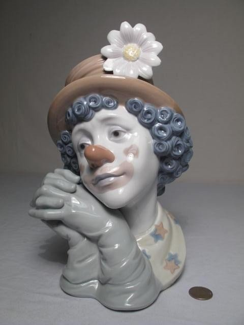 26: LARGE LLADRO PORCELAIN BUST OF A CLOWN: WHITE FLOWE - 7
