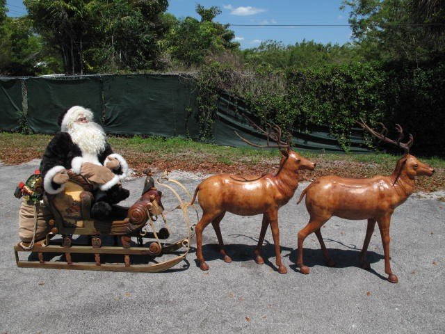 24: SANTA CLAUS SLEIGH & REINDEER DISPLAY