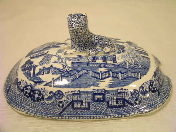 3: ANTIQUE BLUE WILLOW OVAL TUREEN LID LION FINIAL