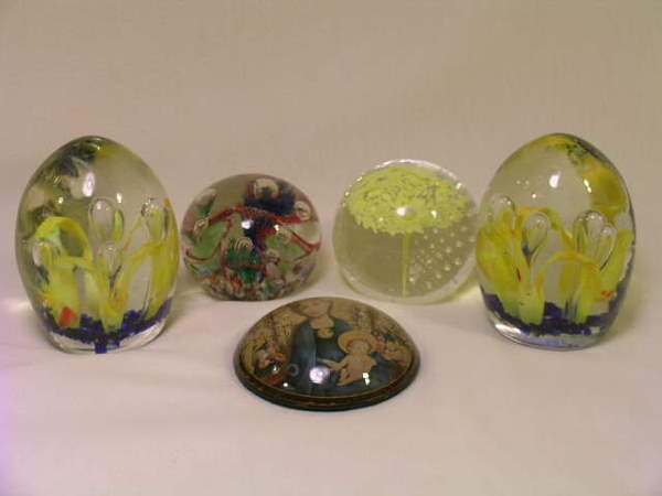 363: GROUP ASSORTED GLASS COLLECTIBLE PAPERWEIGHTS