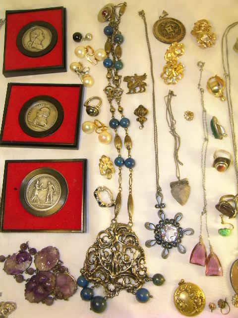 699: BOT LOT ASSORTED COSTUME JEWELRY MEDALS MEDALLIONS