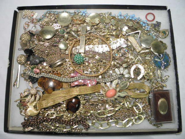 11: TRAY LOT ASSORTED LADIES COSTUME JEWELRY: LES BERNA