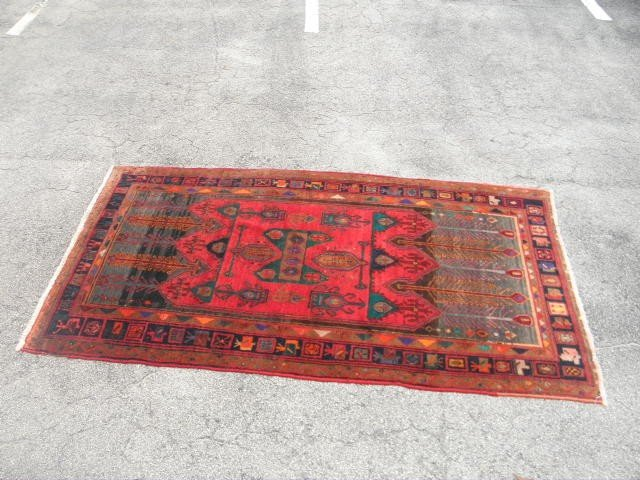 "17: ORIENTAL STYLE WOOL RUG: RED & GREEN 4'10"" X 9'4"""