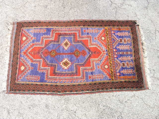 19: ORIENTAL STYLE RED & BLUE WOOL RUG: 3' X 5'5""
