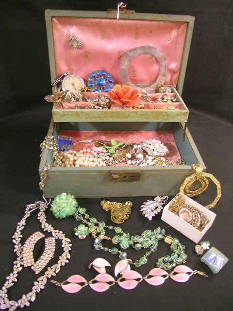 422: VENDOME TRIFARI STAFFORDSHIRE COSTUME JEWELRY BOX