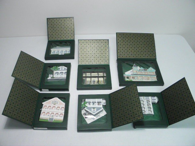 17: SEVEN SHELIA'S COLLECTABLE WOOD HOUSES