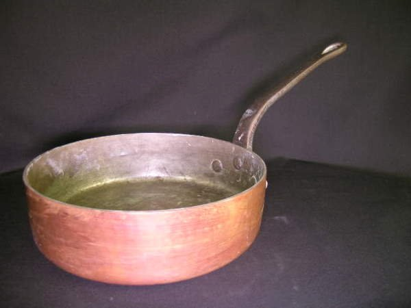 811: FRENCH COPPER SAUCE PAN LONG BRASS HANDLE
