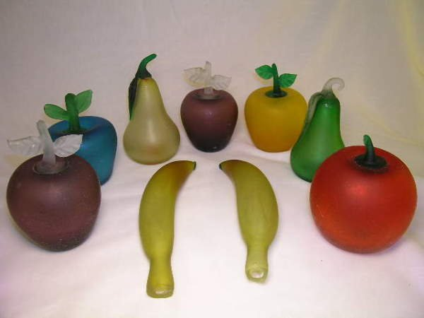 813: FROSTED COLORED ART GLASS FRUIT 9 PCS