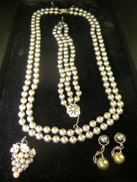 824: GREY MAJORCA PEARL NECKLACE BRACELET EARRINGS ETC