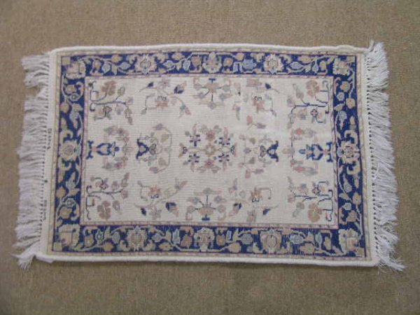 1160: SMALL DECORATIVE WOOL ORIENTAL RUG WHITE BLUE