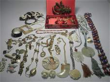 161: TRAY LOT ASSORTED LADIES COSTUME JEWELRY