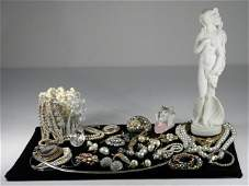263: TRAY LOT ASSORTED LADIES COSTUME JEWELRY & MORE: S