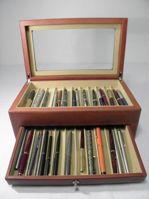 560: COLLECTION OF ASSORTED PENS: PARKER, MONTBLANC ETC