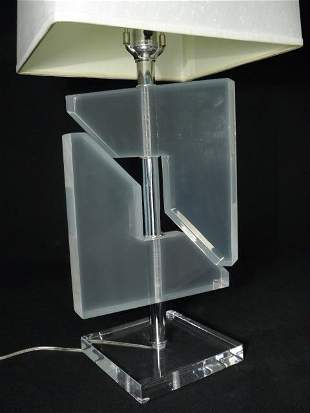 VINTAGE CLEAR LUCITE SCULPTURAL TABLE LAMP