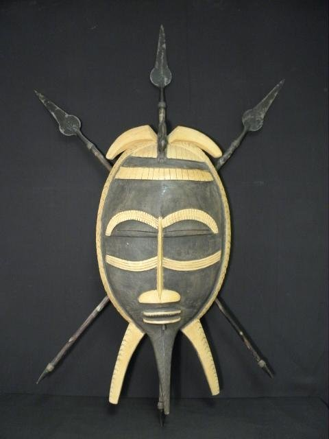 CONTEMPORARY PAPUA NEW GUINEA MASK & SPEAR WOOD CARVING