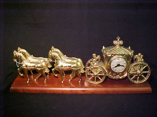 12: HORSE CARRIAGE CLOCK GOLD WHITE METAL