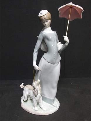 LLADRO SPANISH PORCELAIN FIGURINE: #4761 WOMAN W/ DOG