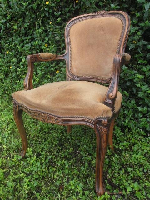 CHATEAU D AX LOUIS XV STYLE CARVED WALNUT CHAIR