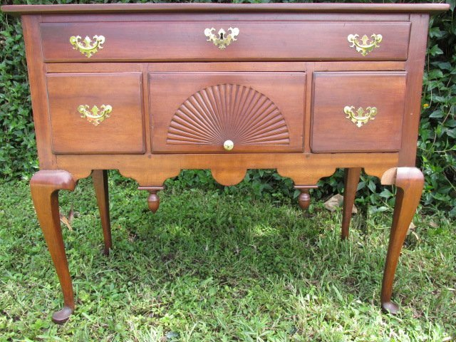 CHERRY FINISHED QUEEN ANNE STYLE LOWBOY CHEST