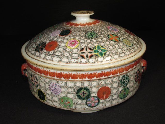 CHINESE HAND PAINTED PORCELAIN COVERED TUREEN
