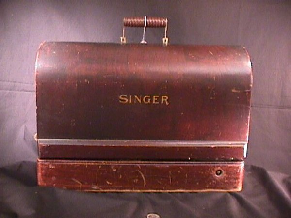 17: ANTIQUE SMALL SINGER SEWING MACHINE