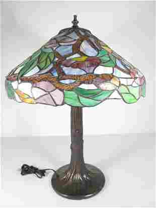 TIFFANY STYLE STAINED AND LEADED GLASS TABLE LAMP