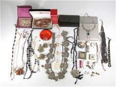 TRAY LOT ASSORTED LADIES COSTUME JEWELRY: INDIAN, ETC.